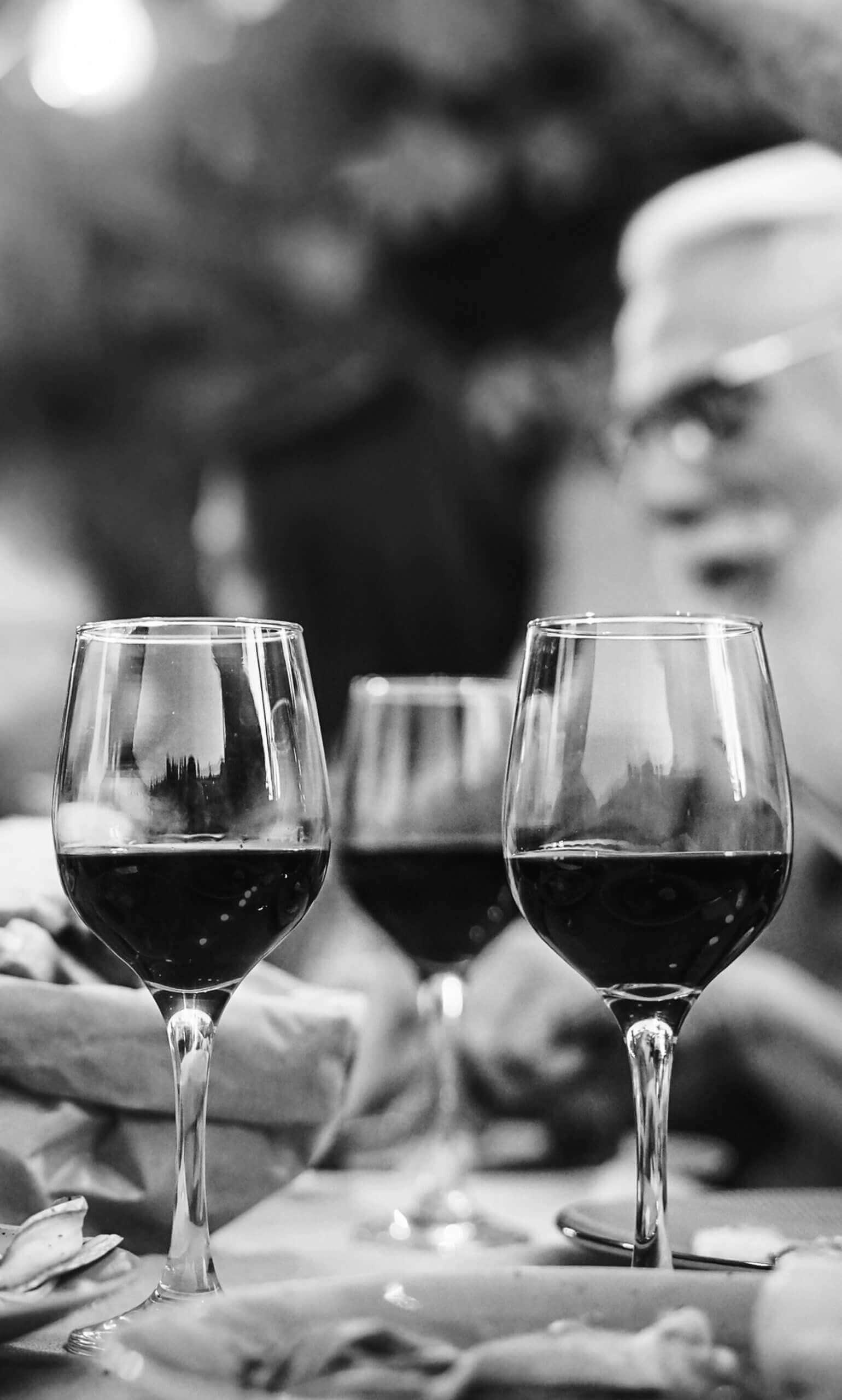 Kieliszki z winem Kijafa